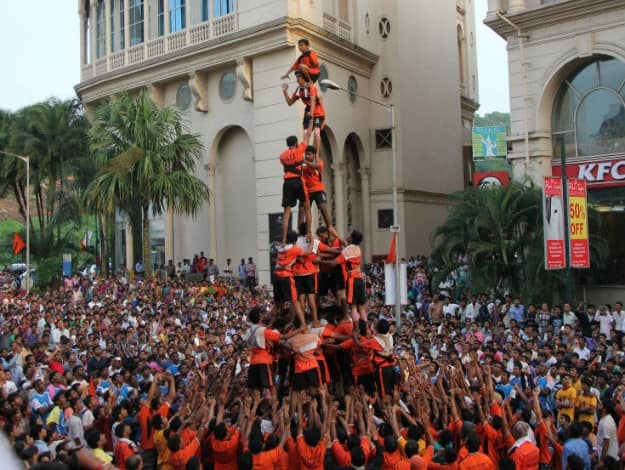Dahi Handi, Photograph courtesy: Wikimedia Commons
