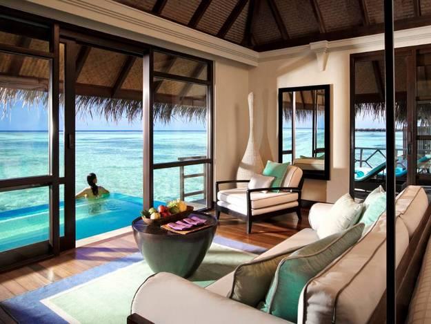 malaika-arora-khan-hot-photos-maldives-resort10