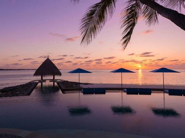 malaika-arora-khan-hot-photos-maldives-resort12