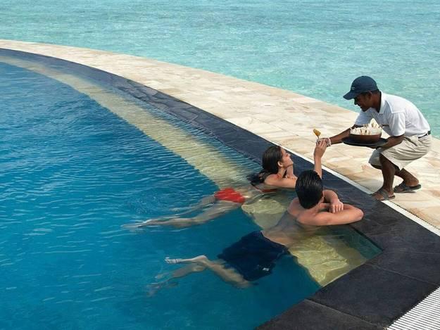 malaika-arora-khan-hot-photos-maldives-resort8