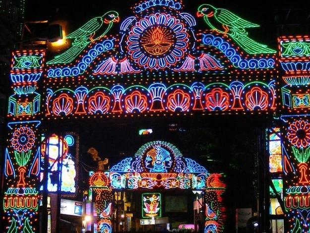 671px-Durga_Puja_Lights