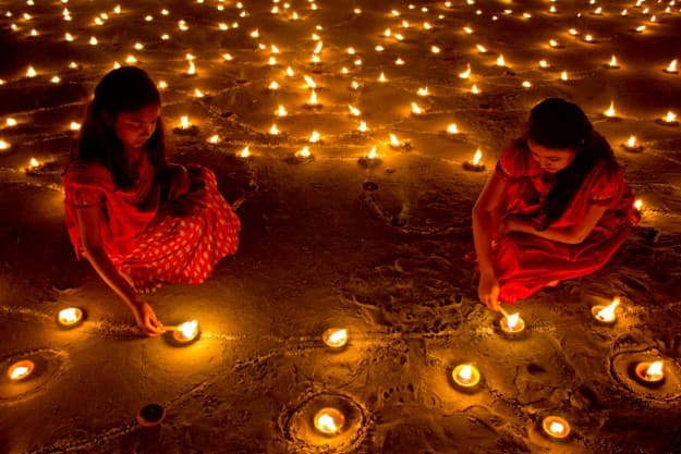 Diwali 2017 Celebration in India: Here's How India Gears up For Deepavali, the Festival of Lights