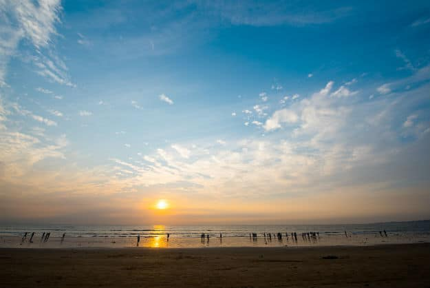 How to Reach Juhu Beach in Mumbai by Road, Train and Flight