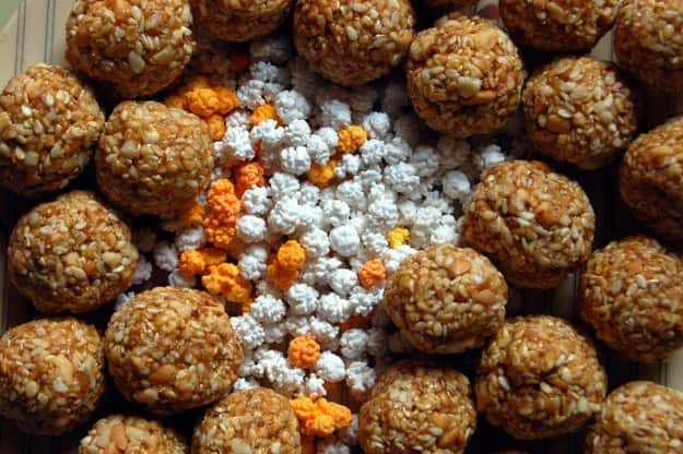 Devotees take holy dip on Makar Sankranti