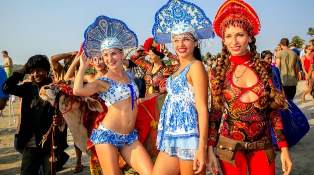 25travel-goa-carnival