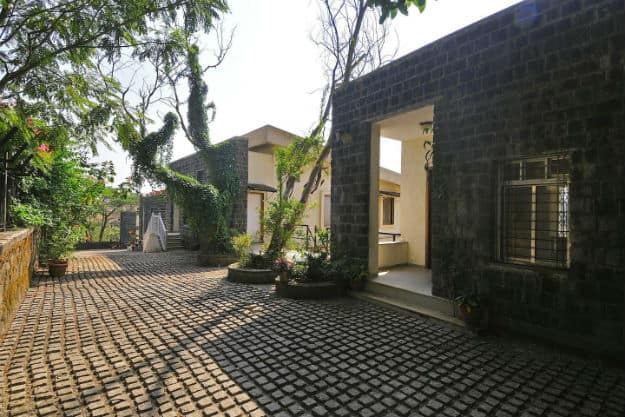 Airbnb_10-A Mist View 4BHK with a garden_Lonavala