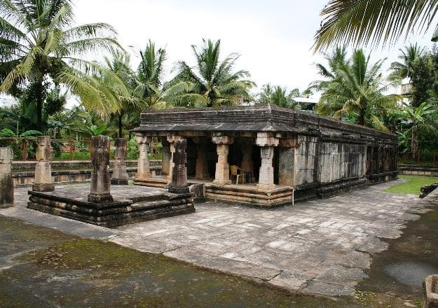 Jain Temple, Sulthan Bathery, Photo Courtesy: Wikimedia Commons