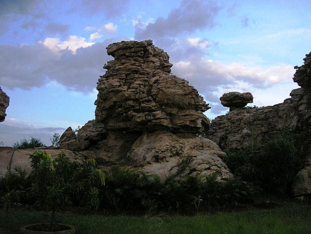 Orvakal Rock Formations in Kurnool District, Andhra Pradesh, Photograph Courtesy: Balamurugan Natarajan/Creative Commons