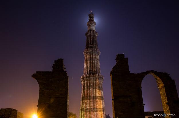 Delhi's Qutub Minar at night: Photograph - Nasrkhan/Wikimedia Commons