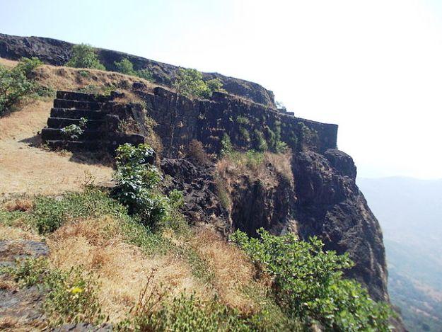 Visapur Fort, Photograph Courtesy: NishantAChavan/Wikimedia Commons