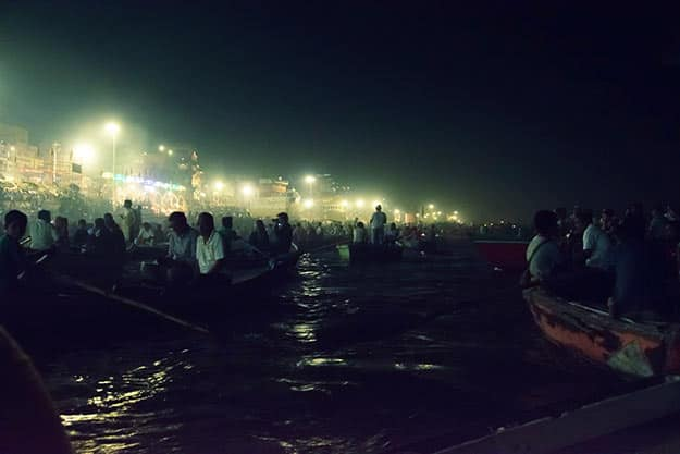 Assembly-to-watch-the-Aarti-Ceremony-from-river-boat
