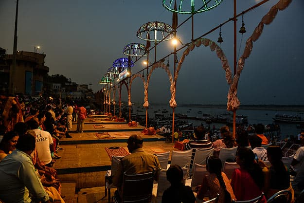 Assembly-to-watch-the-Aarti-Ceremony