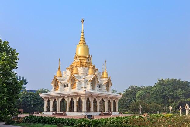 Nine tops Pagoda, Wat Thai Temple