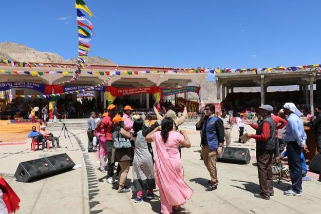 People are celebrating Sindhu Darshan festival