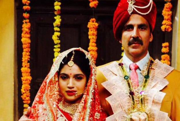 Akshay Kumar and Bhumi Pednekar in Toilet Ek Prem Katha