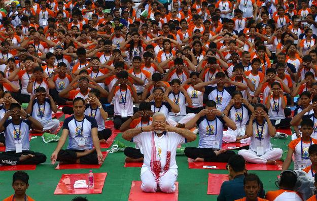 Narednra Modi yoga lucknow 3