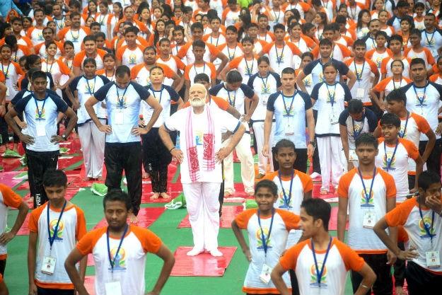 Narendra Modi yoga Lucknow 1