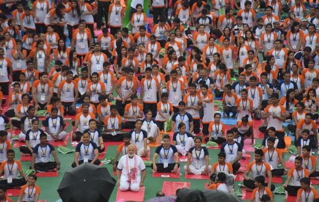 Narendra Modi yoga Lucknow 2