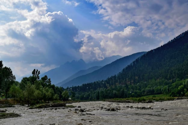 A picturesque morning on Sindh river near Sonmarg