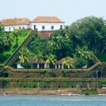 A view of the Reis Magos Fort from a boat cruise on the Mandovi River, Goa, Photograph Courtesy: Rajib Ghosh/Wikimedia Commons