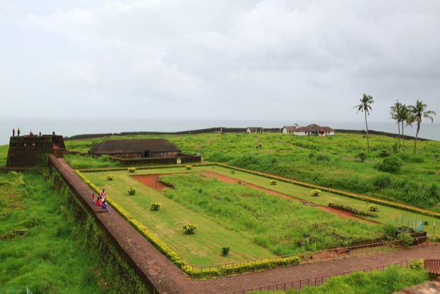 Bekal Fort in a cloudy day . Bekal Fort is the largest fort in Kerala, situated at Kasaragod district, North Kerala. spreading over 40 acres