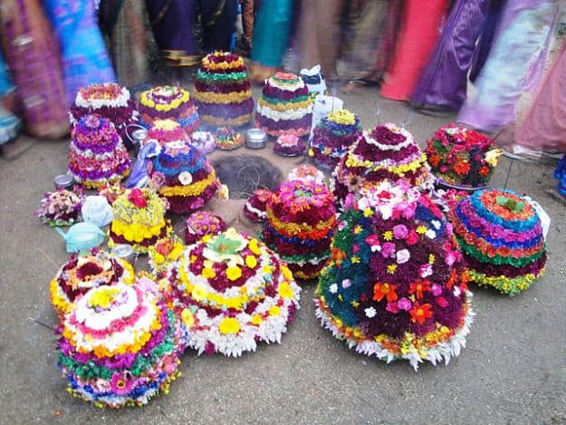 Bathukamma floral decorations in Rajalingampet, Photograph courtesy: Karun138/Wikimedia Commons