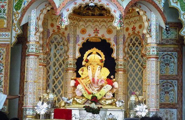 Dagadusheth Halwai Ganpati, Photograph courtesy: Shrutuja Shirke/Wikimedia Commons