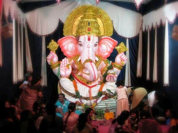 Ganesh Chaturthi 2017 Celebration in Hyderabad: Here's How the City of Nawabs Celebrates Ganesh Utsav
