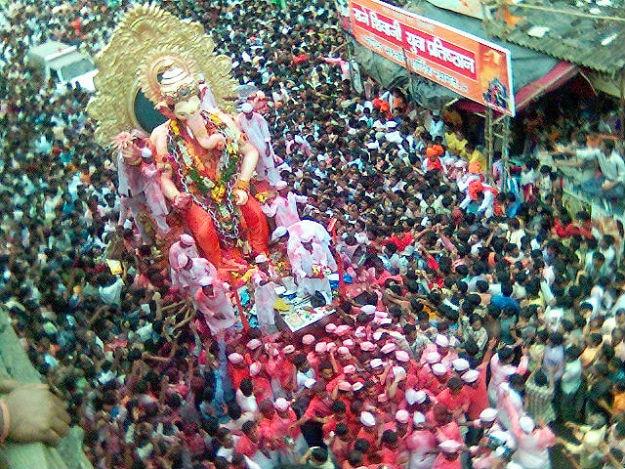 Lalbaugcha Raja in 2205 - ninadism/Wikimedia Commons