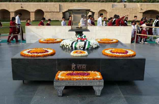 Raj Ghat - Gandhi Memorial in Delhi