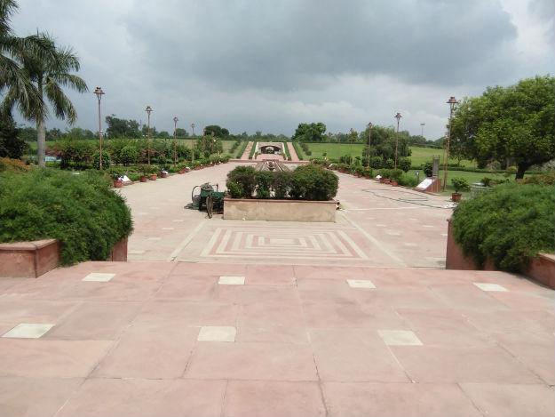 Park surrounding Raj Ghat