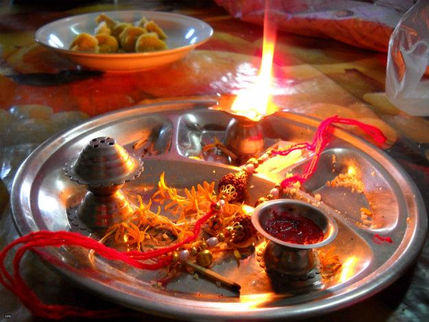 Raksha Bandhan 2017 Celebration in India: Interesting Rituals and Legends Of This Hindu Shravan Month Festival