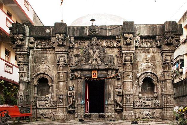 Trishundya Mayureshwar Ganapati Temple, Photograph courtesy: Bikashrd/Wikimedia  Commons