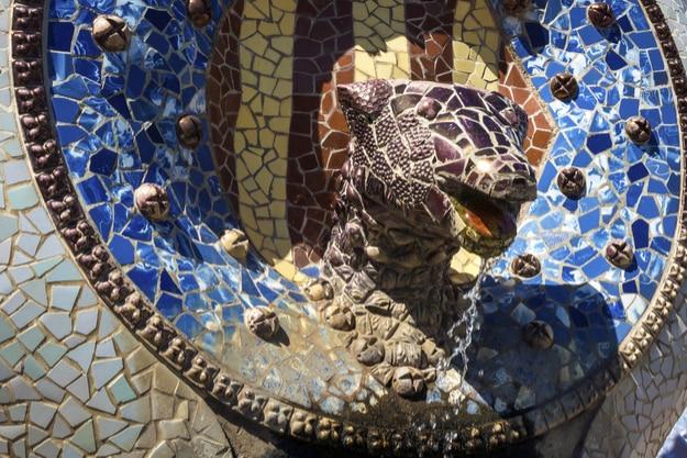 Tile-shard multicolored dragon head on the fountain
