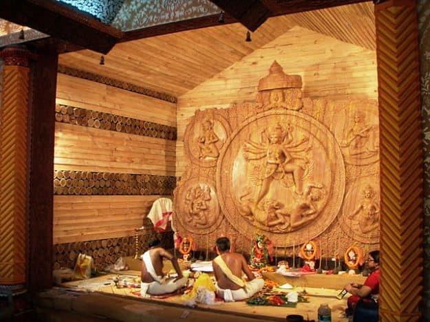 Durga Pujat at Suruchi Sangha, Photograph courtesy: Biswarup Ganguly/Wikimedia Commons