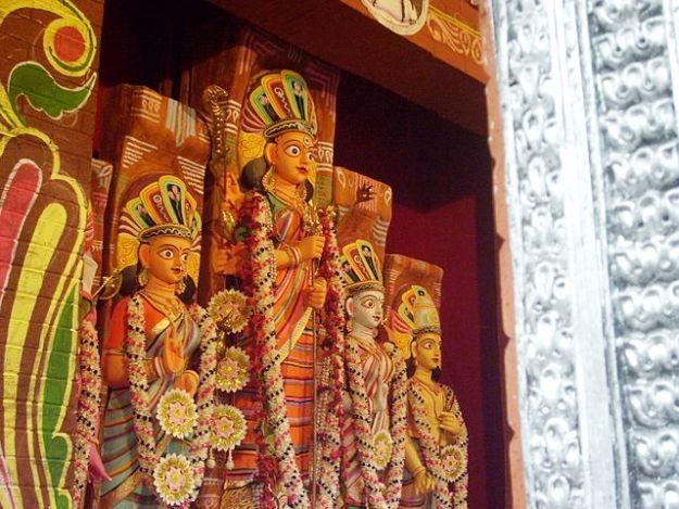 Durga Puja at Lake Town Odhibasibrindo, Photograph courtesy: Sumitsurai/Wikimedia Commons