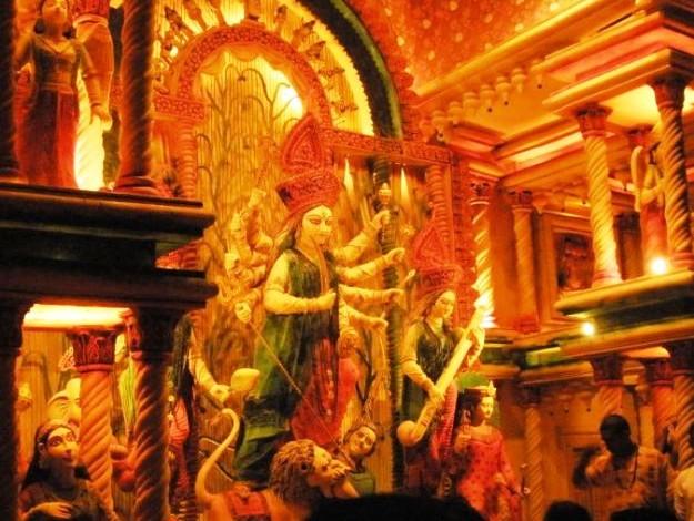 Durga idol at Badamtala Ashar Sangha, Photograph courtesy: Mukerjee/Wikimedia Commons
