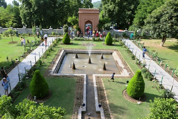 Chashme Shahi is one of the Mughal gardens built in 1632 AD, overlooking Dal Lake in Srinagar, Jammu & Kashmir, attract many tourists year round