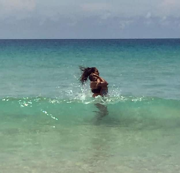 Lisa Haydon is Back on the Beach and With Someone Special This Time! VIEW PICS