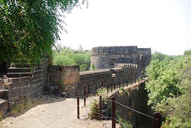 A bastion of Ahmadnagar Fort, Photograph Courtesy: Naga Rick/Creative Commons
