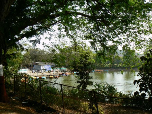Chota Kashmir in Mumbai: WIkimedia Commons/Dinesh Valke