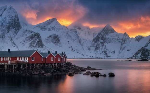 Reine rorbu at sunset, Lofotens