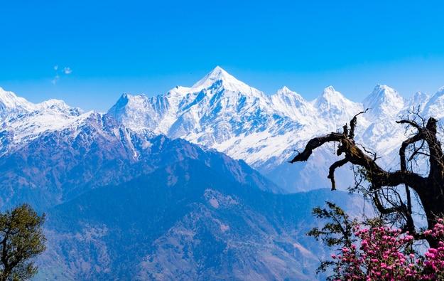 Mesmerizing view of Panchchuli peaks at Munsiyari, Kumaon region