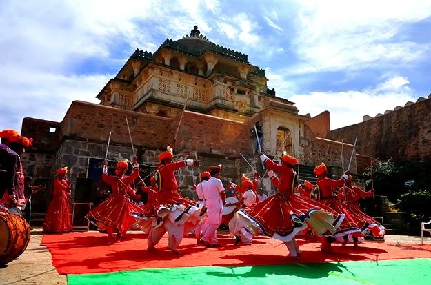 Kumbhalgarh photo dancers