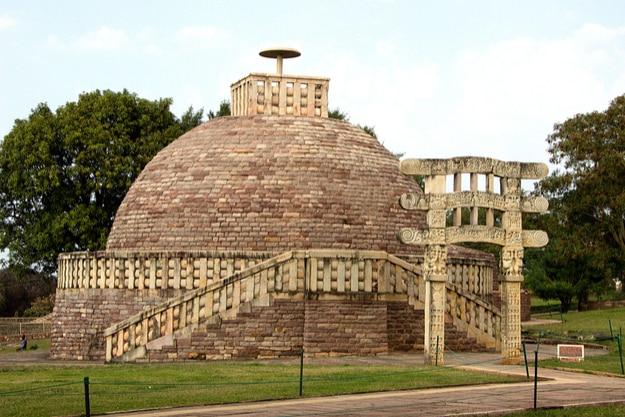 Stupa 3 crowned by single umbrella at Sanchi, near Bhopal, Madhya Pradesh