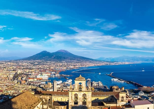 Photos of Naples and its Chaotic Mixture of Heritage and Natural Beauty