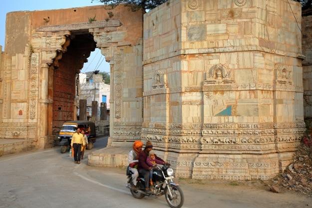 Ram Pol Gate leading to the fort (Garh) of Chittorgarh