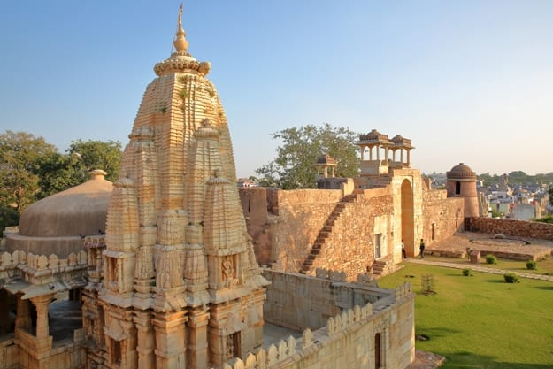 Ratan Singh Palace, located inside the fort (Garh) of Chittorgarh, with a Hindu Temple in the foreground