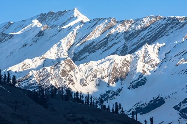Beautiful peaks of Himalayas in Manali Valley, India