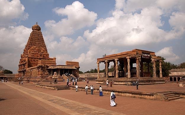 Brihadeeswara temple photo 1